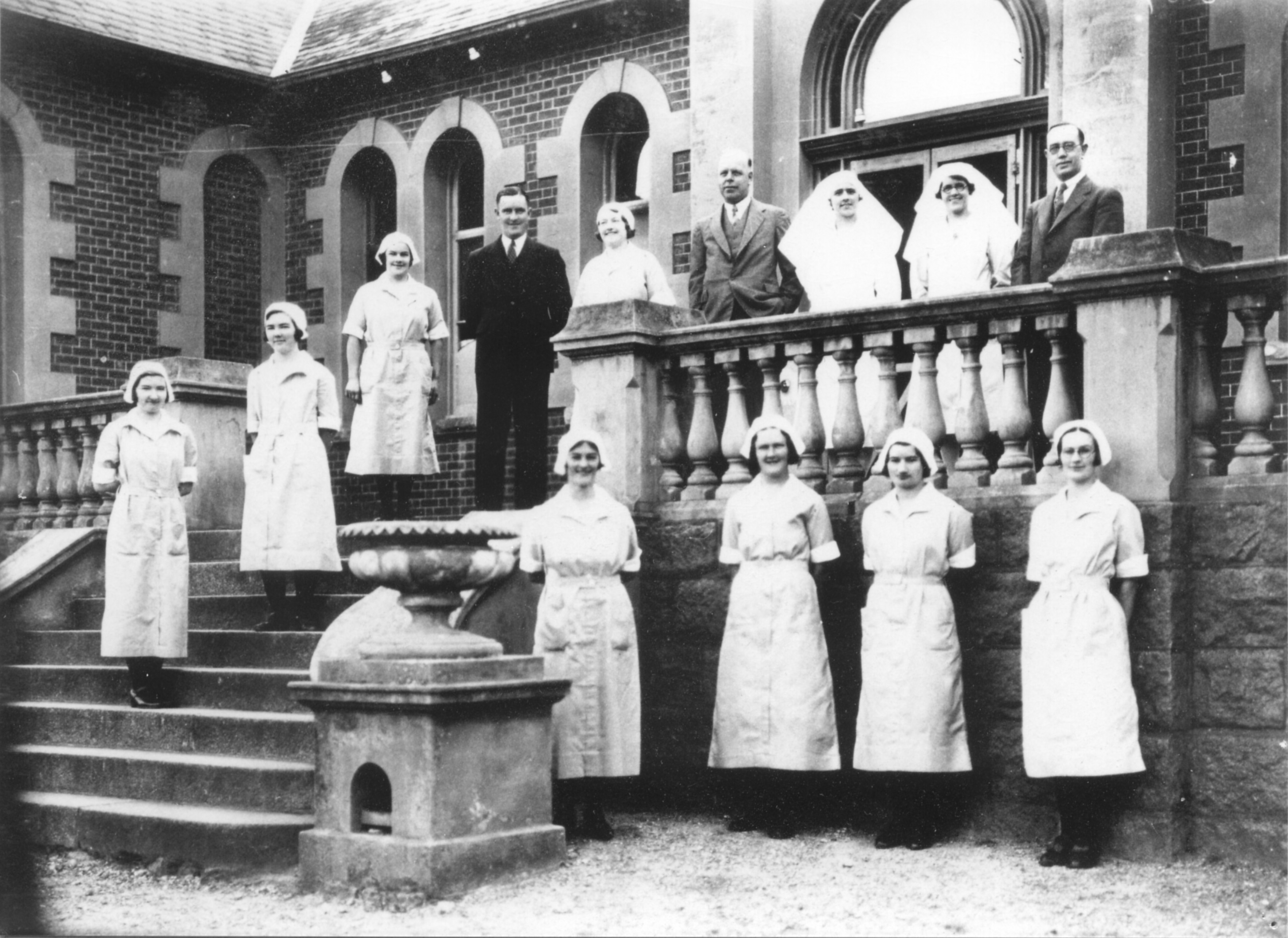 medical-and-nursing-staff-pleasant-creek-1933-a